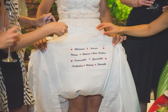 nome na barra do vestido de noiva