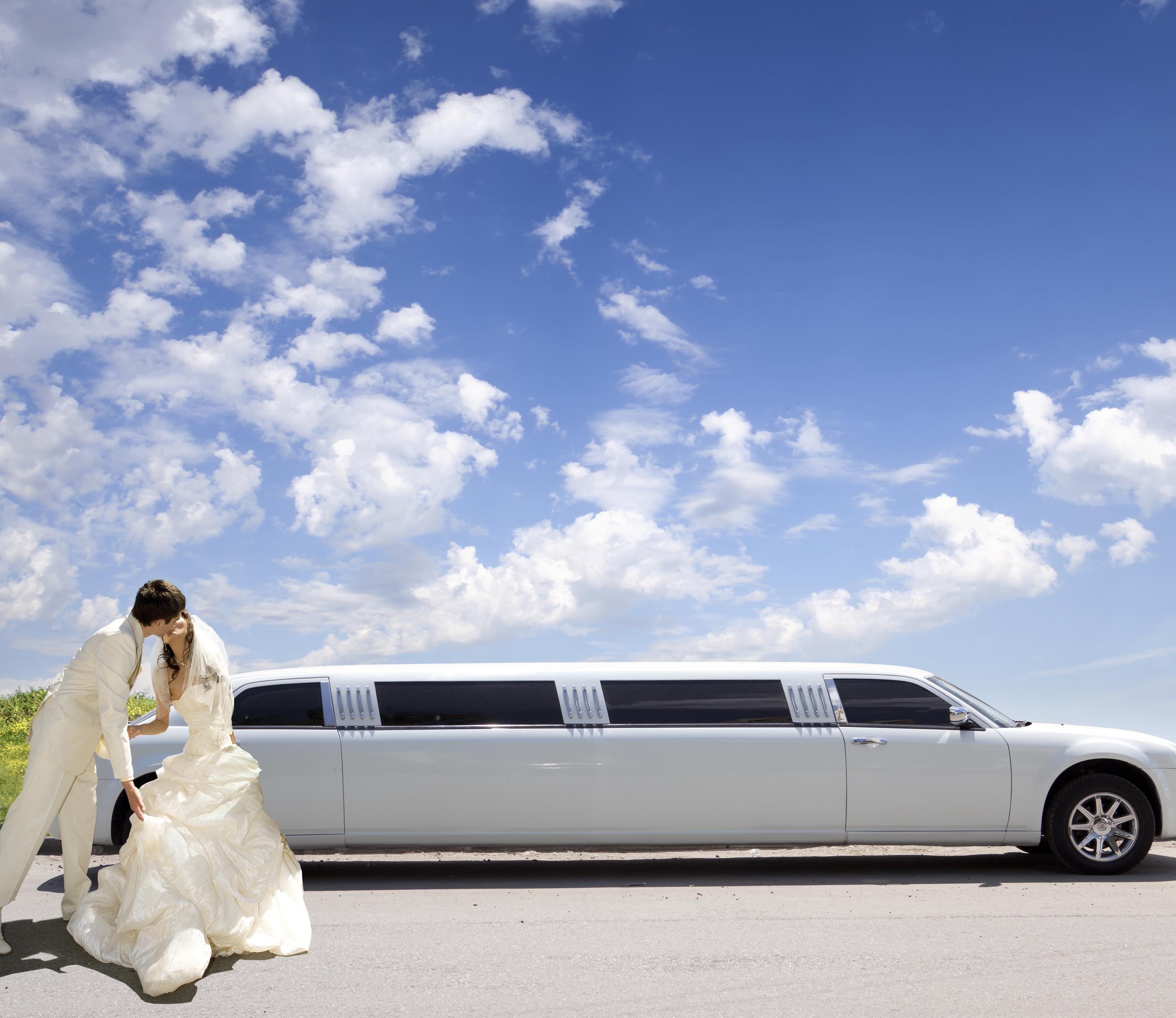 Brasileiros querem casamento de luxo